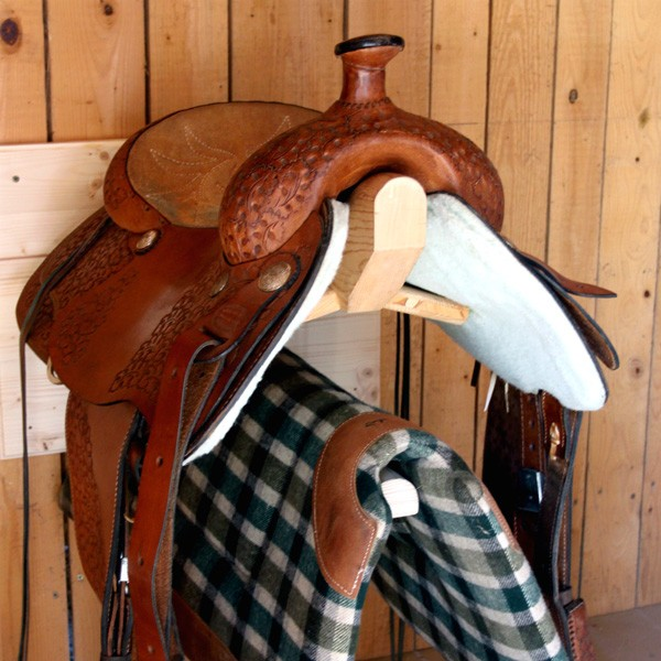 Ensemble porte selle western ecurybois for Porte western